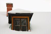 Eine Wohngebäudeversicherung schützt vor Schäden, die durch Schnee, Kälte und Eis verursacht werden.