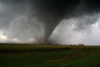 Wenn ein Tornado wütet, kommen auf die Versicherungsgesellschaften hohe Kosten zu.