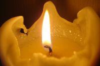 Verursachen unbeaufsichtigte Kerzen einen Brand, muss die Hausratversicherung nicht leisten.