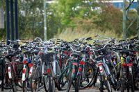 Hunderttausende Fahrraddiebstähle jährlich. Die Hausratversicherung zahlt nur, wenn das Fahrrad mit einem Schloss abgesperrt war.