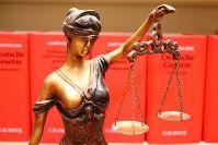 Justitia Waage Gesetze