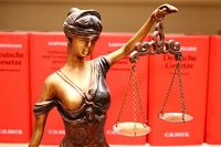 justitia-waage-gesetze