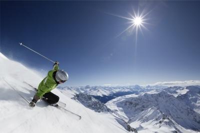 Skifahrer im Winter in Sotschi