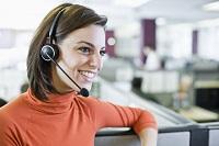 Frau im Callcenter