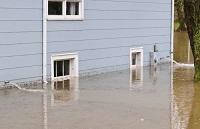 Hochwasser bei Haus