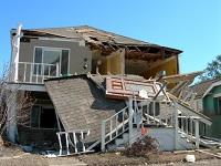 Ein von Unwetter zerstörtes Haus.
