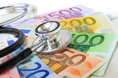 Stethoskop mit Euro-Scheinen