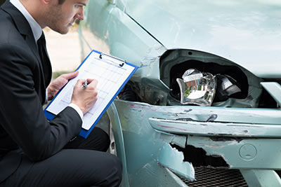 Die Versicherer werben unter anderem mit Unfallsituationen.