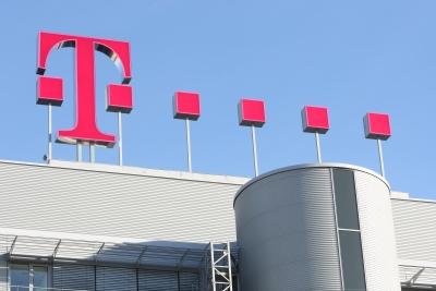 Telekom Logo auf Dach