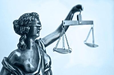 Bei der Rechtsschutzversicherung sind Sie mit dem Premiumschutz am ...
