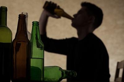 Alkohol-Flaschen-Jugendlicher
