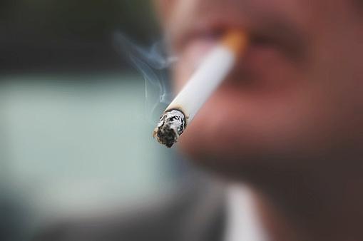 Rauchen zählt zu den Risikofaktoren für Krebs.