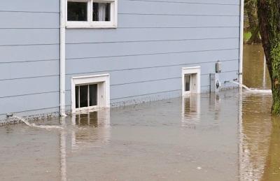 Hochwasser Hauswand