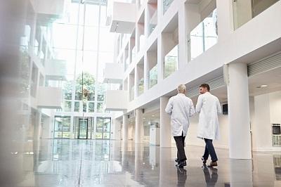 Krankenhaus-zwei-Ärzte