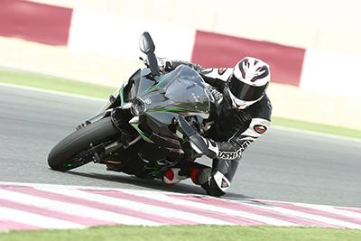 Die Anpassung betrifft PS-starke Bikes wie die Kawasaki Ninja H2. Foto: Kawasaki