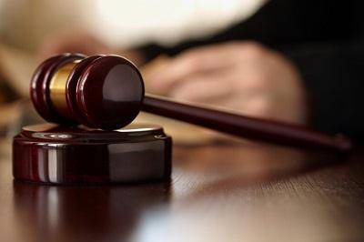 Eine Ein-Zimmer-Wohnung ist laut einem aktuellen Urteil zu klein für vier Personen.