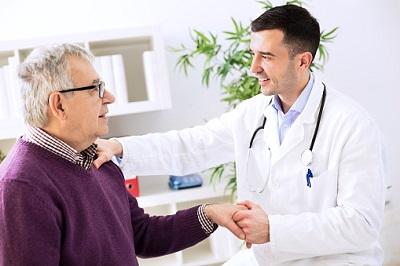 Älterer-Patient-Arzt