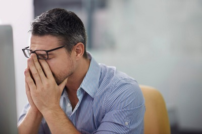 Angestellter im Büro - Stress