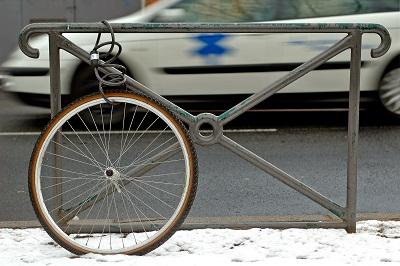 Gestohlenes Fahrrad: Rad mit Schloss