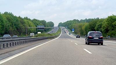 Autos auf der Autobahn.