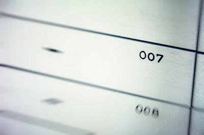 Schublade mit Aufschrift 007