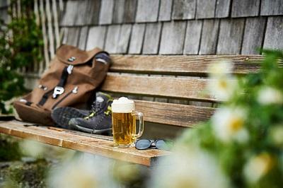 Bier Wanderschuhe Bank
