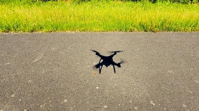 Die Drohne flog zu tief über der Bundesstraße.