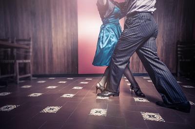 Tanzpaar auf Tanzfläche