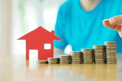 Münzen und Haus