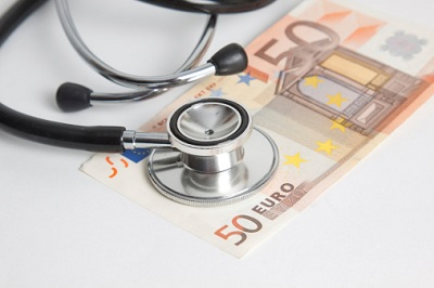 Stethoskop mit 50-Euro-Schein