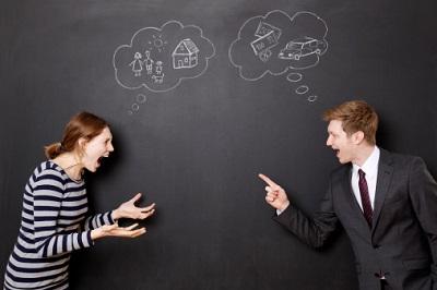 Mann und Frau im Streit