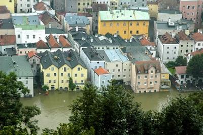 Hochwasser und Häuser
