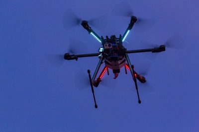 Drohne bei Nacht