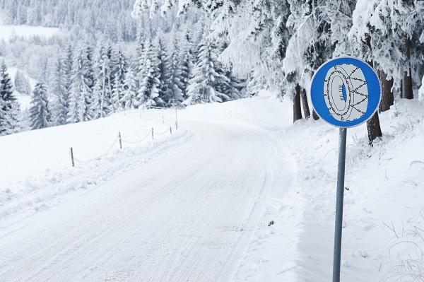 Mietwagen Passstraße Schneeketten