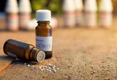 Die Wirksamkeit der Homöopathie ist umstritten. Trotzdem übernehmen viele Kassen zumindest einen Teil der Kosten.