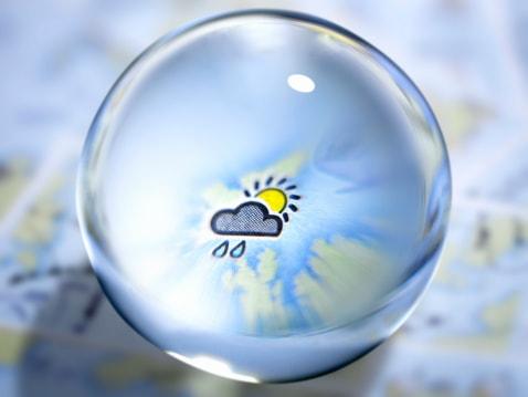 Eine Kristallkugel als Wettervorhersage