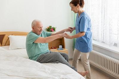 GroKo plant bessere Bezahlung in der Pflege