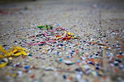 Konfetti auf Boden