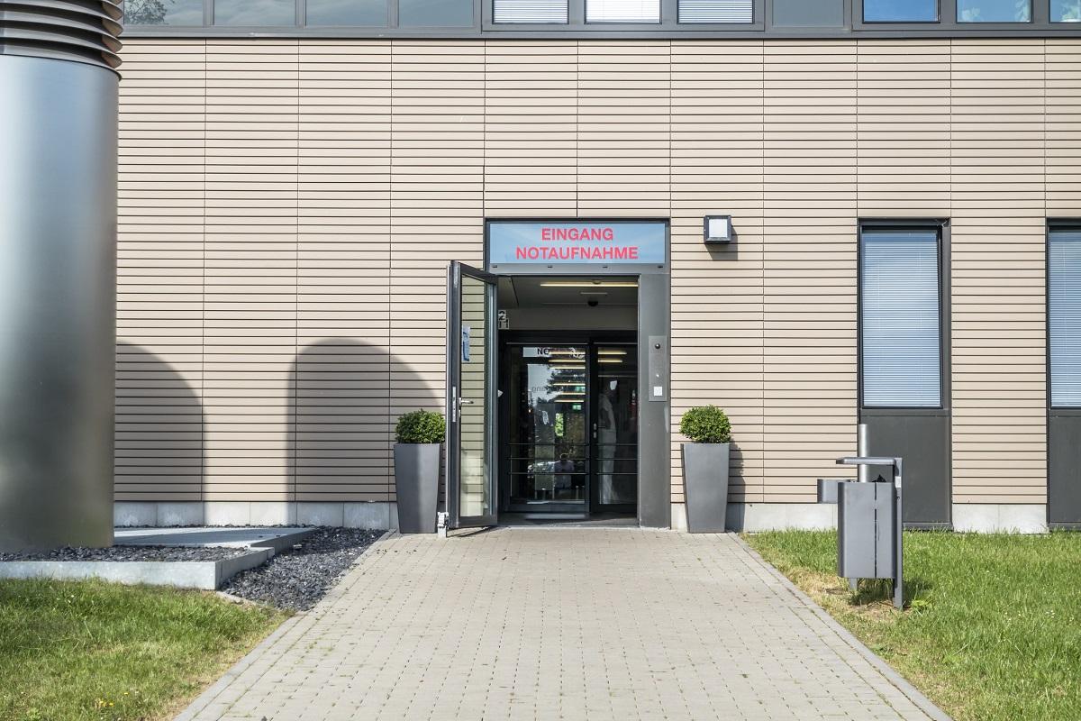 Eingang zu einer Notaufnahme in einem deutschen Krankenhaus