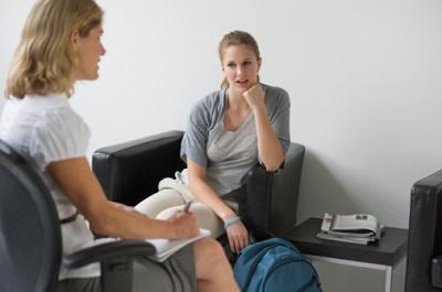Patientin im Gespräch mit Psychologin