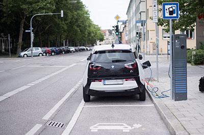 BMW i3 Ladevorgang Foto Fruechtnicht