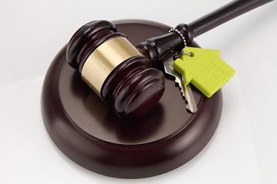 Richterhammer und Schlüssel
