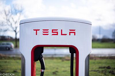Ladestation von Tesla. Foto: CHECK24/Früchtnicht