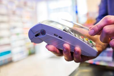 Kontaktlos Bezahlen mit Kreditkarte Lesegerät