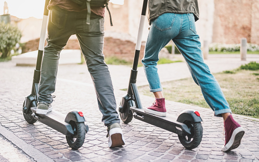 zwei E-Scooter