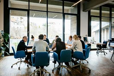 Meeting in einem Büro