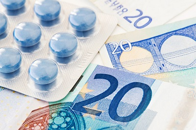 Tabletten und 20-Euro-Scheine